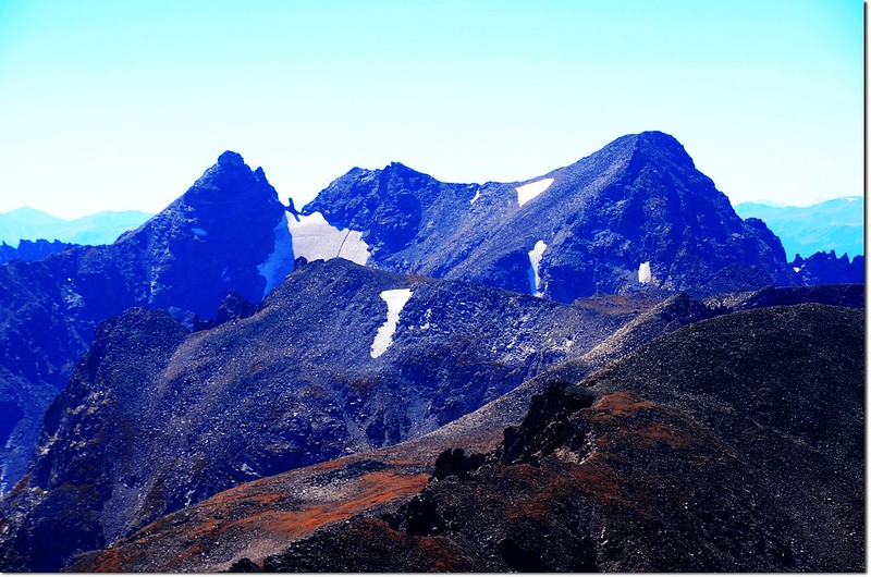 Close up of Navajo Peak, Dickers Peck, and Apache Peak from the summit of Mount Audubon