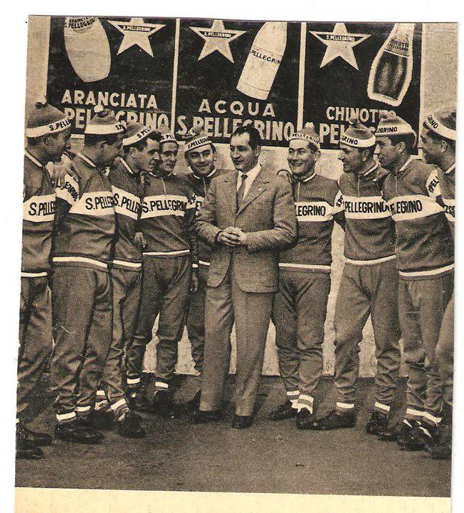 San pellegrino 1958 al centro Bartali da sin La Cioppa, Mannelli, Tinazzi, Giorgio Mancini, Gb Milesi, Menini, Walter Martin, Taddeucci, Azzini carlo