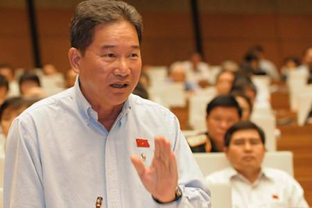 Đại biểu Quốc hội Tỉnh Lâm Đồng Nguyễn Bá Thuyền phát biểu ý kiến về dự thảo Luật tổ chức Quốc hội (sửa đổi). Ảnh: Vụ Thông Tin - VPQH
