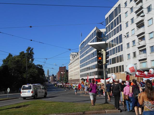 Mielenosoitus Helsingissä hallituksen leikkauspolitiikkaa vastaan 22.8.2015 - 14