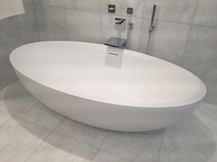 Not sure how or why there's a photo of a great tub on my phone :) trying to remember where this might have been taken but would be a fabulous place for a luxurious soak no ? #bathroom #design #realestate #luxuryliving #luxuryhomes #luxuryrealestate