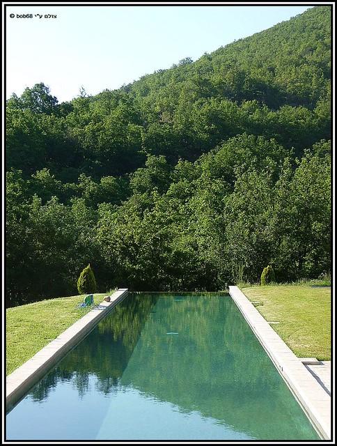 עוד קצת מהבריכה והנוף מסביב של וילה מאקדה