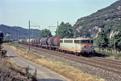 9401 Lyon-Berre oil empties. Viviers 15 August 1992.