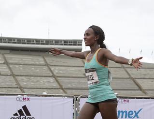 Etiopes ganan Maratón Ciudad de México 2015