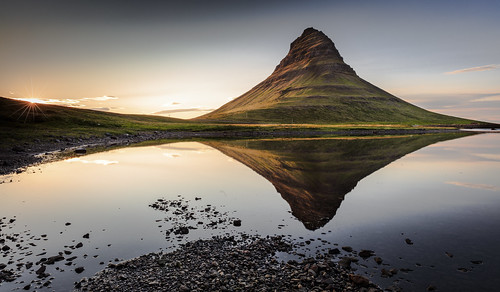 light sunset sun mountain lake berg yellow sunrise reflections landscape island golden see licht iceland long exposure sonnenuntergang roadtrip gelb filter lee 5d sunburst polarizer monolith landschaft sonne sonnenaufgang sr spiegelung 70200 kirkjufell sunray dreamscape snæfellsnes 1635 reflektionen grundarfjörður 2015 2470 niceland sonnenstern blendenstern frederichuber canoneos5dsr