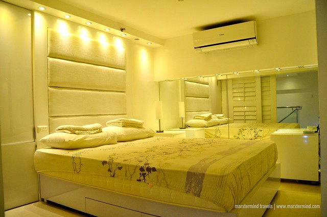 Queen Bed at Alcoves 10 Makati
