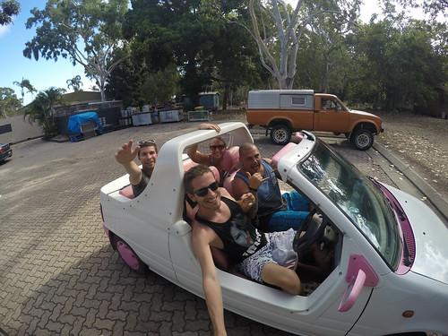 Mit dem Barbie-Mobil über die Insel