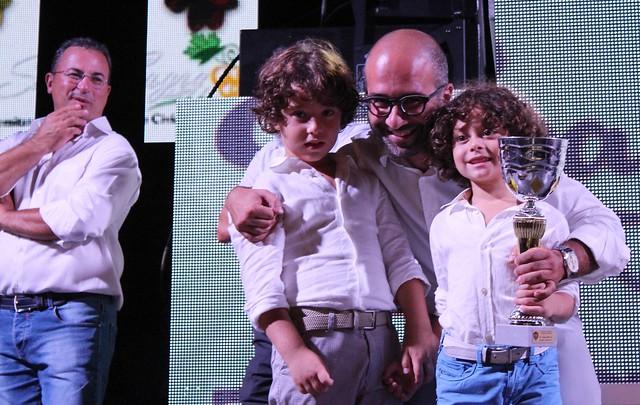 Rutigliano- Sagra dell'uva- vincitori dei concorsi-Consegna premio il cons. Giuseppe Valenzano