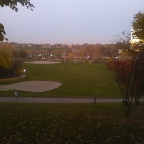 Looking east #toronto #dvp #cabbagetown #riverdale #evening #autumn