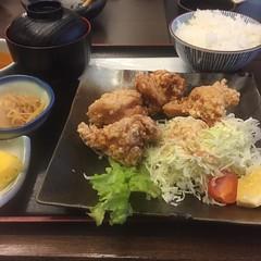 博多華味鳥の唐揚げ定食( ´ ▽ ` )ノ