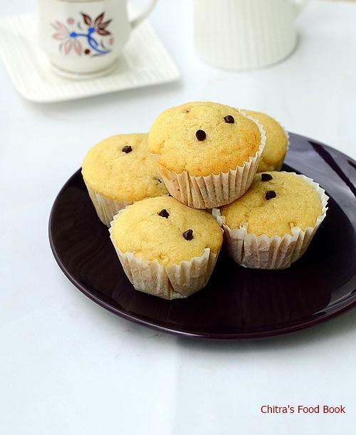 eggless vanilla cupcake recipe-moist,spongy cupcake
