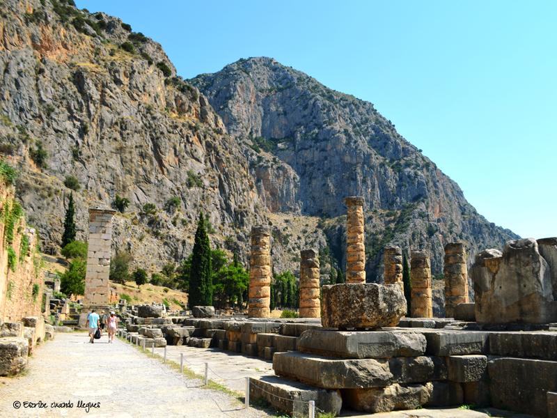 Templo o santuario de Apolo en Delfos, donde el oráculo o pitonisa predecía lo que iba a suceder