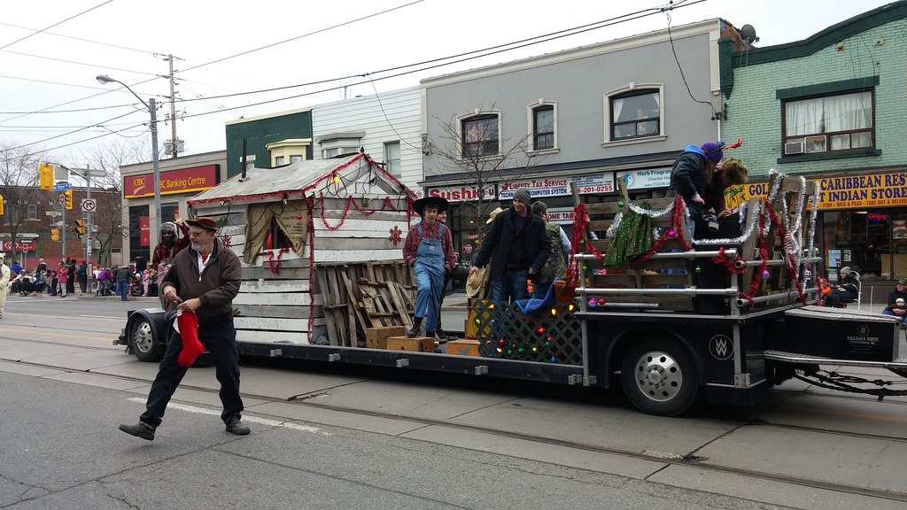 Lake Shore Santa Claus Parade 2015