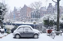L'auto pi� bella durante una passeggiata invernale lungo la Prinsengracht di Amsterdam