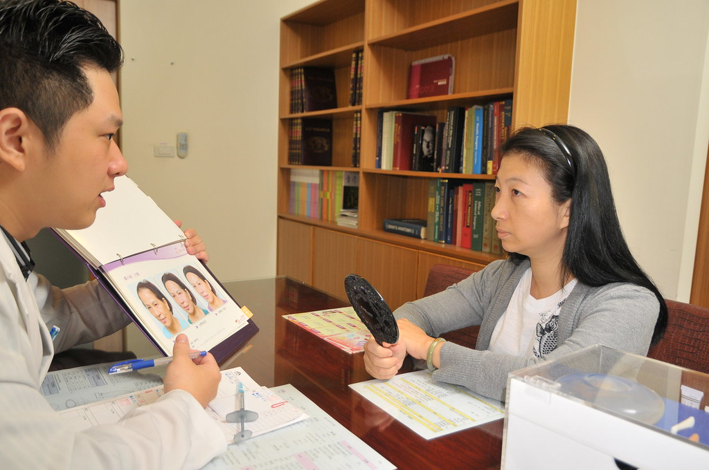 眼袋、淚溝怎消除?台北采醫漾麗診所談眼袋整型手術 (1)