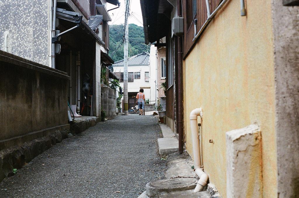 相島 Ainoshima, Fukuoka 2015/09/02 巷子內。  Nikon FM2 / 50mm Kodak UltraMax ISO400 Photo by Toomore