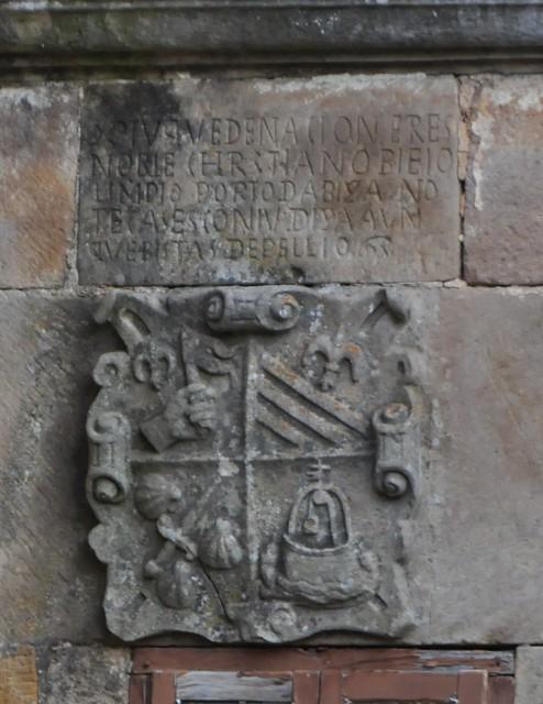 Henestrosa de Las Quintanillas (Valdeolea-Cantabria). Palacio de la Corralada. Escudo