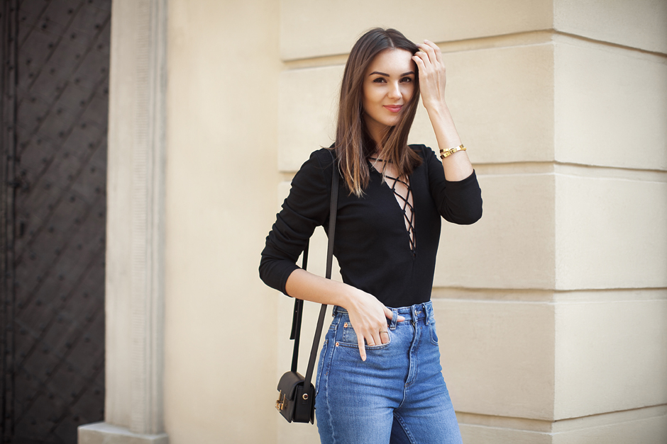 6591b79cc4 black-lace-up-bodysuit-outfit-street-style