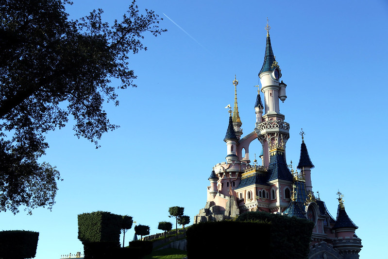disneyland-castle-paris-at-sunset