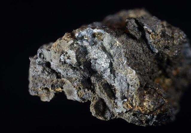 高根鉱 Takanelite