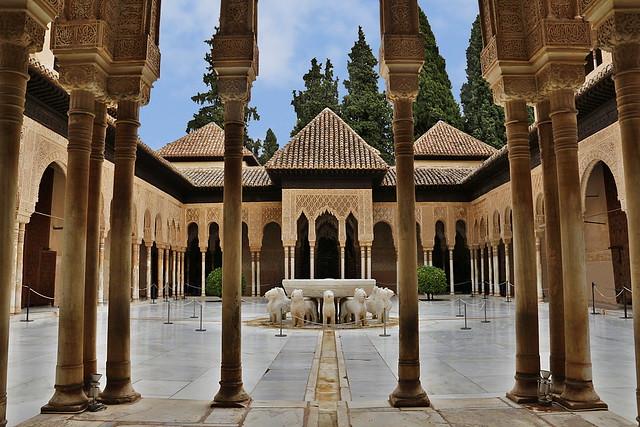 Patio de los Leones, Alhambra - Granada