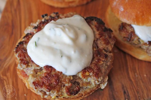 Hmburguesas de cordero con salsa de yogur www.cocinandoentreolivos.com (12)
