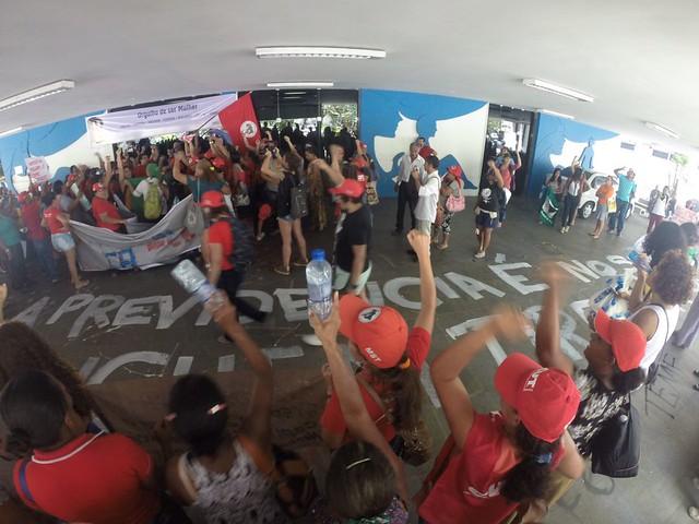 Mulheres camponesas protestam contra a Reforma da Previdência no Recife