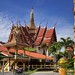 The colorful Buddhist temple Phra Non by B℮n