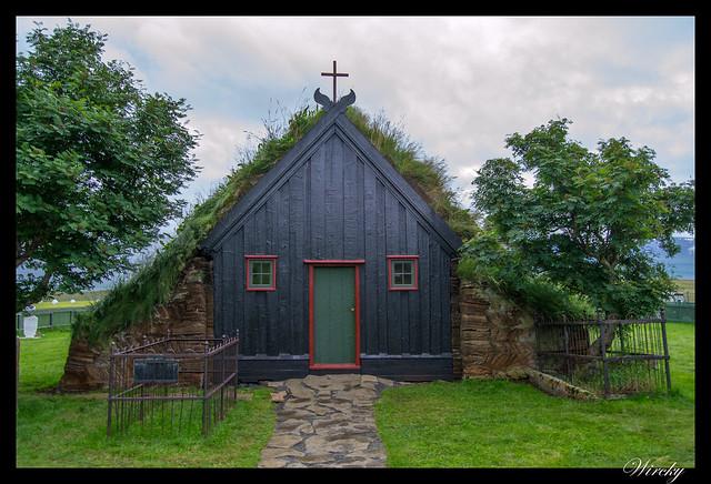 Fachada de iglesia Vidimyrarkirkja en Varmahlid