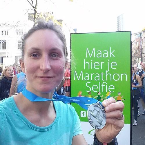 Of je halve marathon selfie 😊 . Aangekomen op 1u46min en een klets. Geen PR denk ik, wel content. #halvemarathoneindhoven #marathoneindhoven