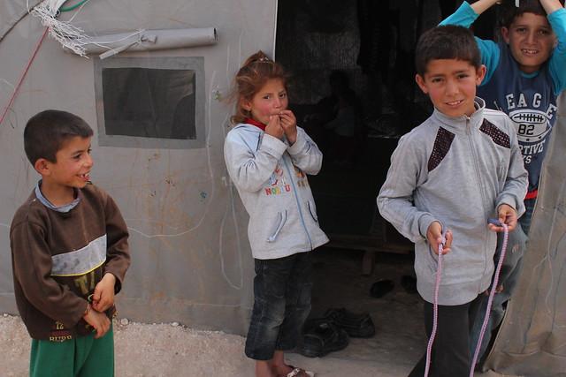難民小孩跳繩