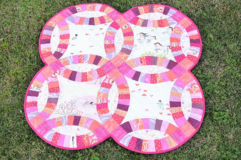 wee wander double wedding ring baby quilt