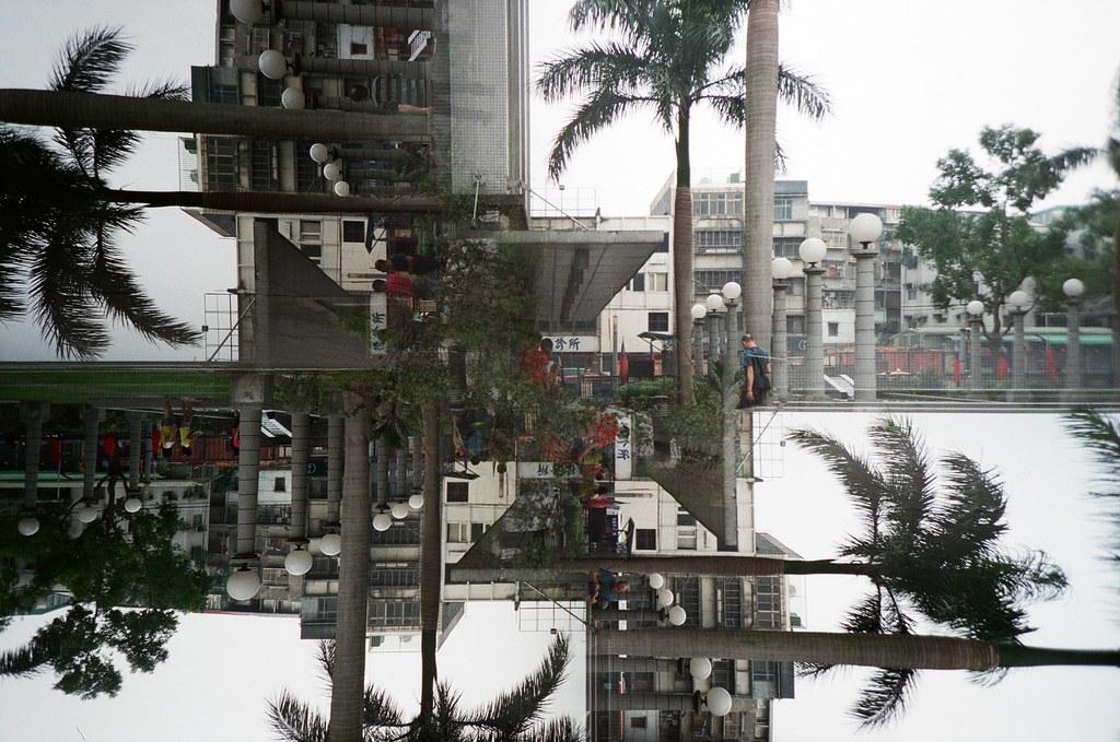 Taipei / Lomo Splitzer / Lomo LC-A+ 把 LC-A+ Splitzer 1/4 的方式拍四遍,出來的效果還滿好玩的,但一直轉一直轉有的時候會忘記有沒有按過快門。  Lomo LC-A+ FUJICOLOR PRO 400H 3186-0013 2015/11/07 - 2015/11/14 Photo by Toomore