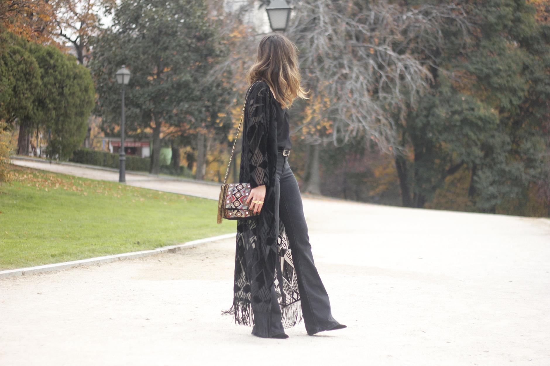 Black Kimono Black flared jeans outfit06