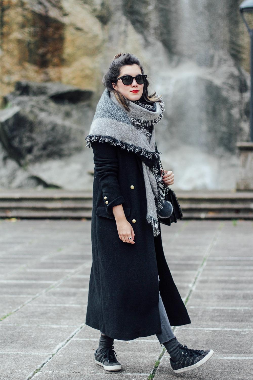 maxi abrigo negro zara como combinar look invierno