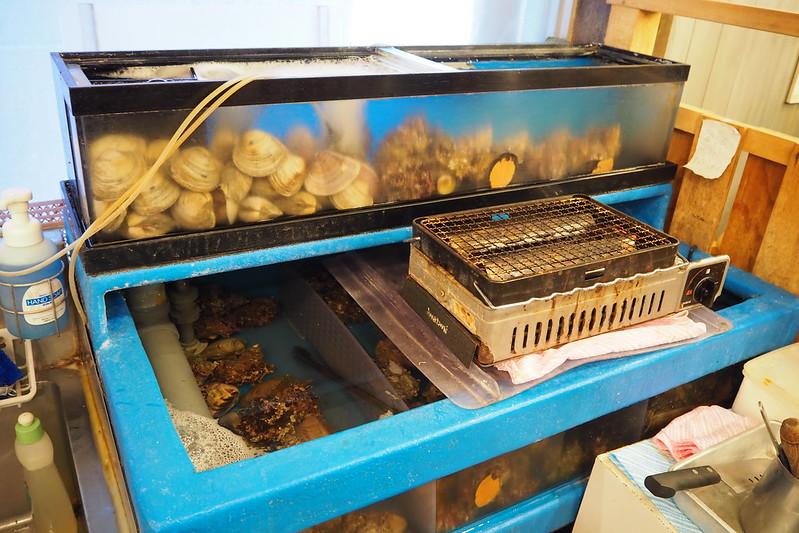 池袋西口丸富市場店内水槽の蛤