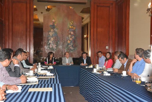 Se reunen panistas con gobernador electo del Estado Juan Manuel Carreras López
