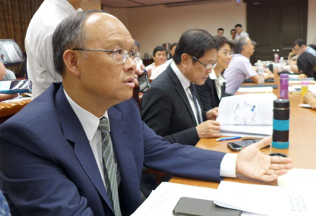 經濟部長鄧振中表示: 為了經濟發展,不能缺電。 國內尚無技術跟場地處理高階核廢,送出國是增加選項。攝影:陳文姿。