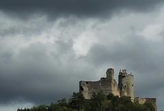 Castillos, monumentos, iglesias.