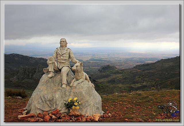 1 Monumento a Félix Rodriguez de la Fuente en Poza de la Sal