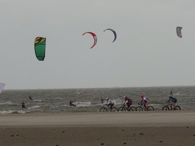 14 11 - World Champs Beach Race one hell of a head wind with @TraversBike