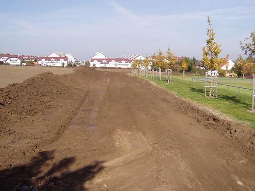 2006 - Úprava cesty kolem fotbalového hřiště