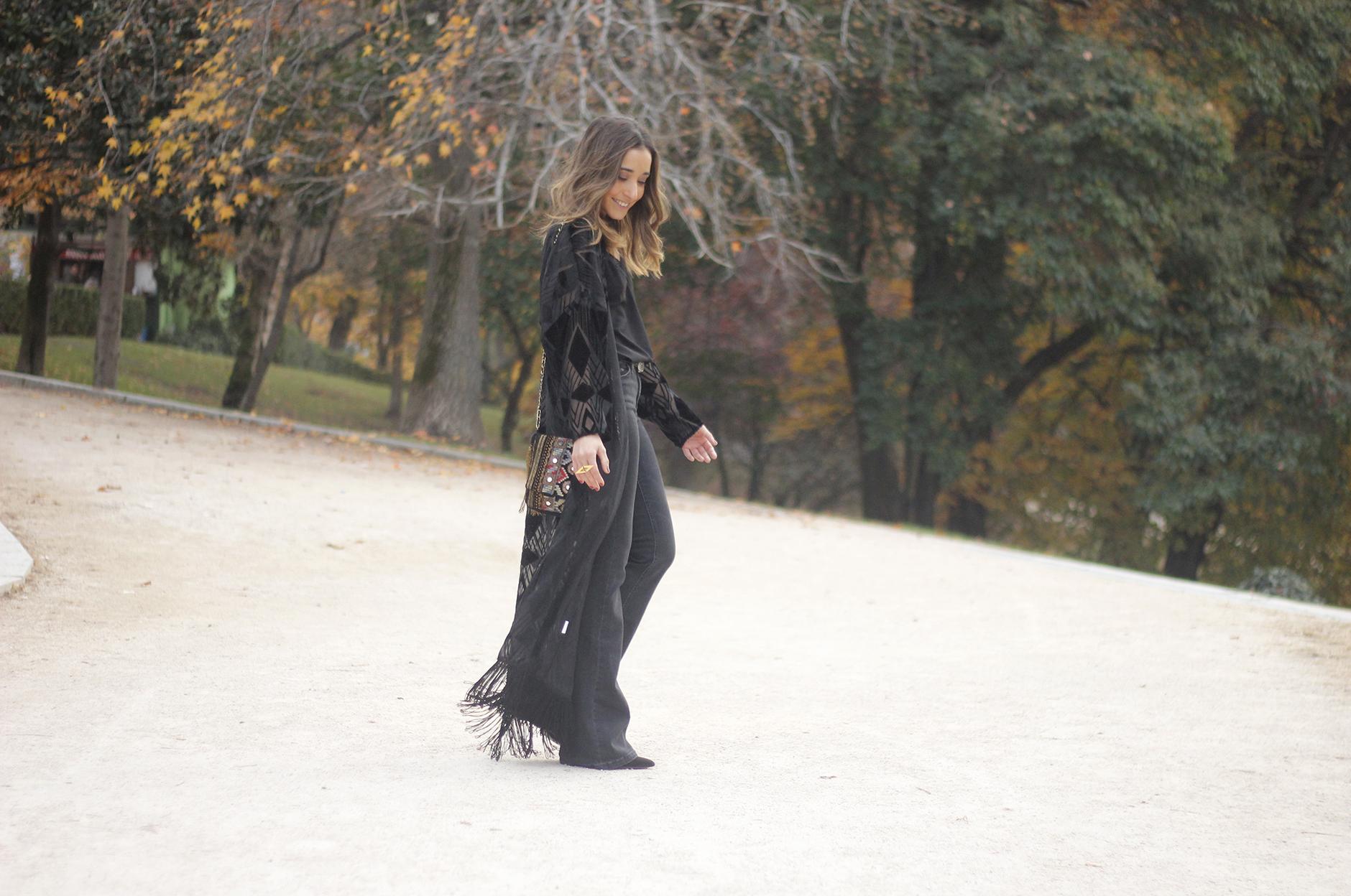 Black Kimono Black flared jeans outfit02