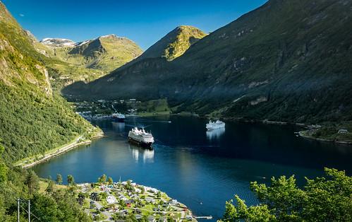 møllsbygda møreogromsdal norwegen no norge norway fjord geiranger water cruise ships mountains village nature landscape summer canon eos 5d mark iii 5d3