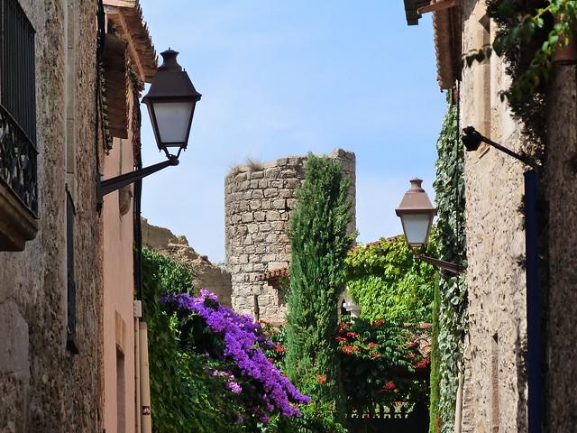 Una calle de Peratallada, el pueblo medieval más bonito de la Costa Brava y quizás de toda Cataluña
