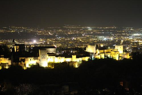 Mirador San Miguel Alto en Granada de noche