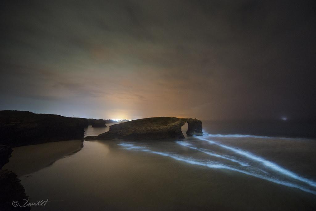 Fotografía Nocturna playa das Catedrais en Ribadeo por Dani Caxete
