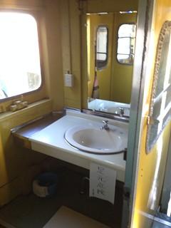 hokkaido-michinoeki-okoppe-train-hostel-inside-washroom
