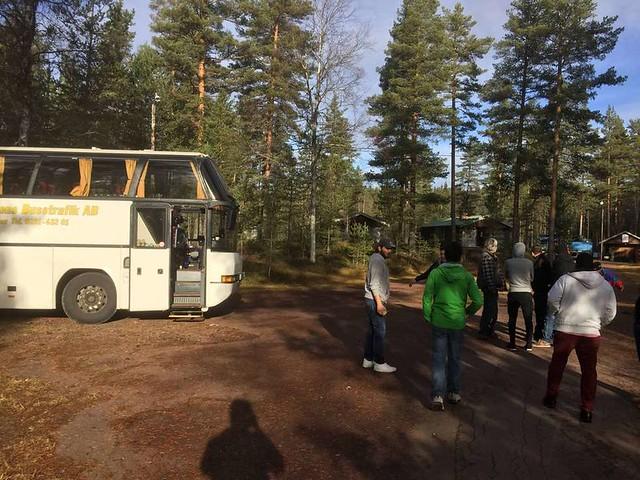 Lyxmigranter vägrar gå av buss - Limedsforsen