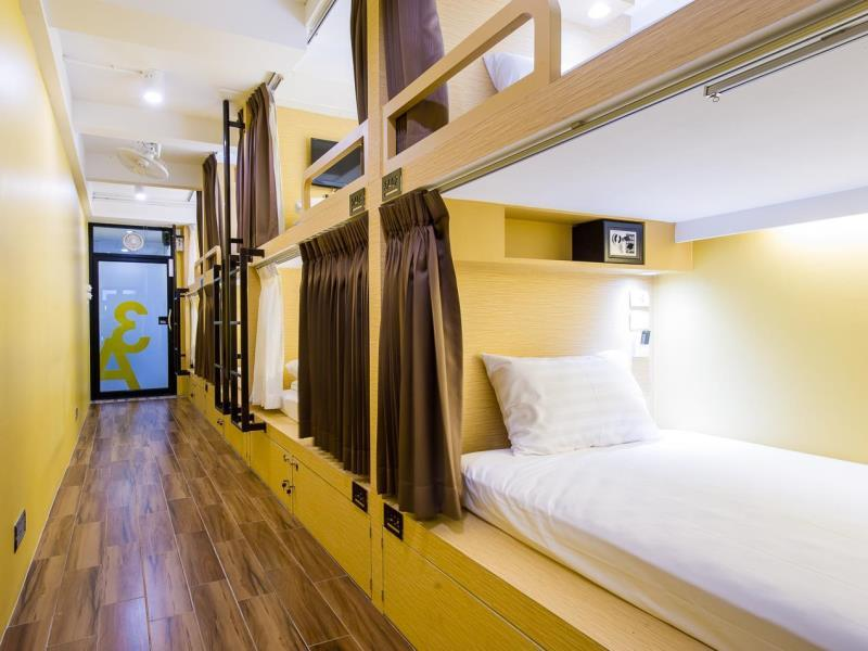 matchbox hostel bangkok room